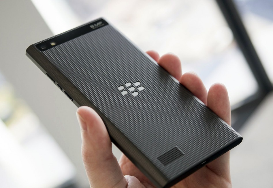 blackberry-leap-back-hand