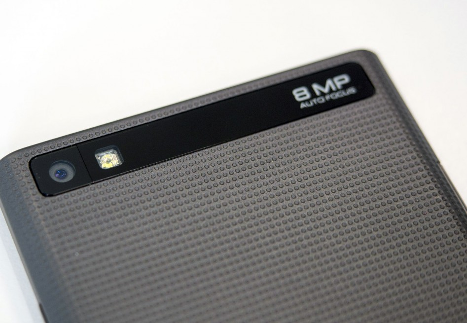 blackberry-leap-camera-close