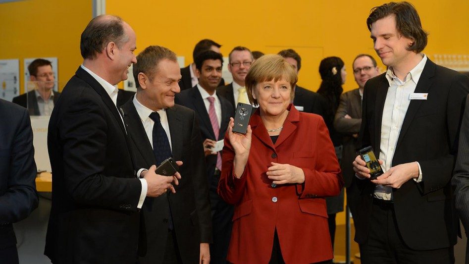 CeBIT-2013-Secusmart-Angela-Merkel